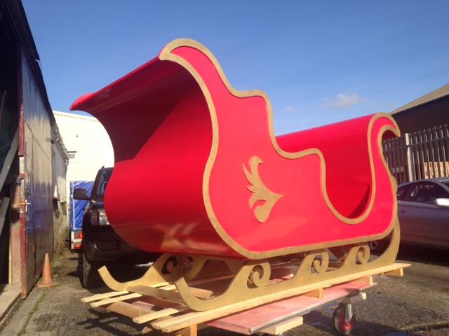Santas sleigh with gold detail
