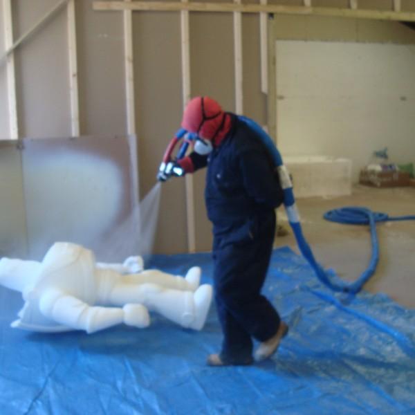 polyurethane and polyurea spray coatings