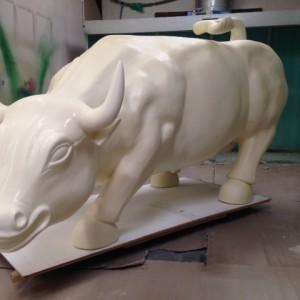 Flexible coating polyurea application lifesize sculpture