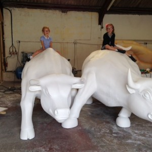 Bulls in the makinglifesize sculpture a powerful statement!